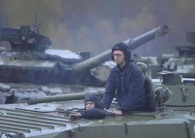 Яценюк в танке