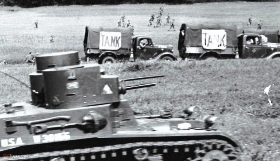Ford 51 армии США изображают танки во время учений в штате Нью-Йорк в августе 1940 года.