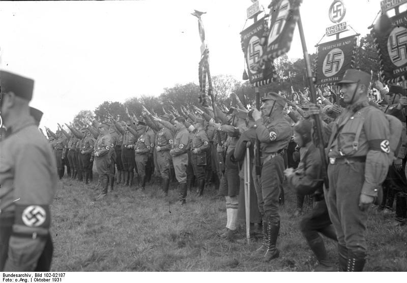 Bundesarchiv_Bild_102-02187_Braunschweig_Tagung_der_Nationalsozialisten