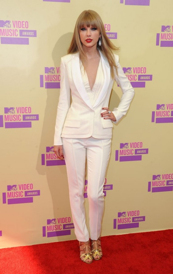 Hot-trend-white-pants-1