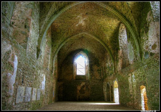 Падизе. Главный зал монастыря