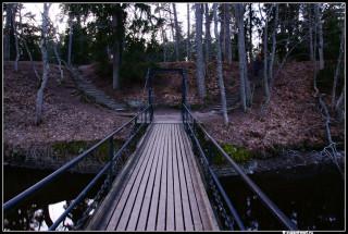 Мост рядом с водопадом