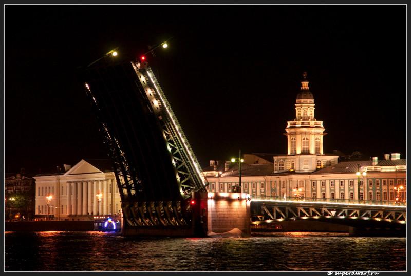 Створка моста и кунсткамера