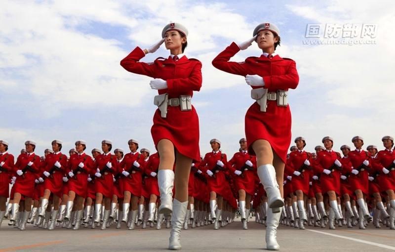 Женщины-военнослужащие армии Китая на военных парадах. Фото