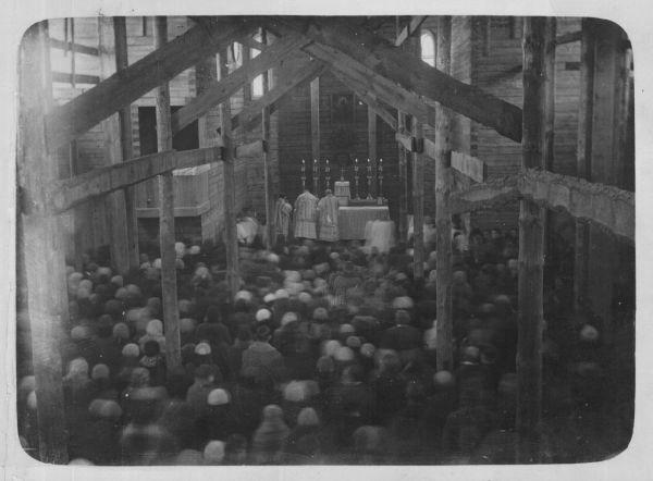 11 Першая мша ў яшчэ недабудаваным касцёле. Фота 1931г.