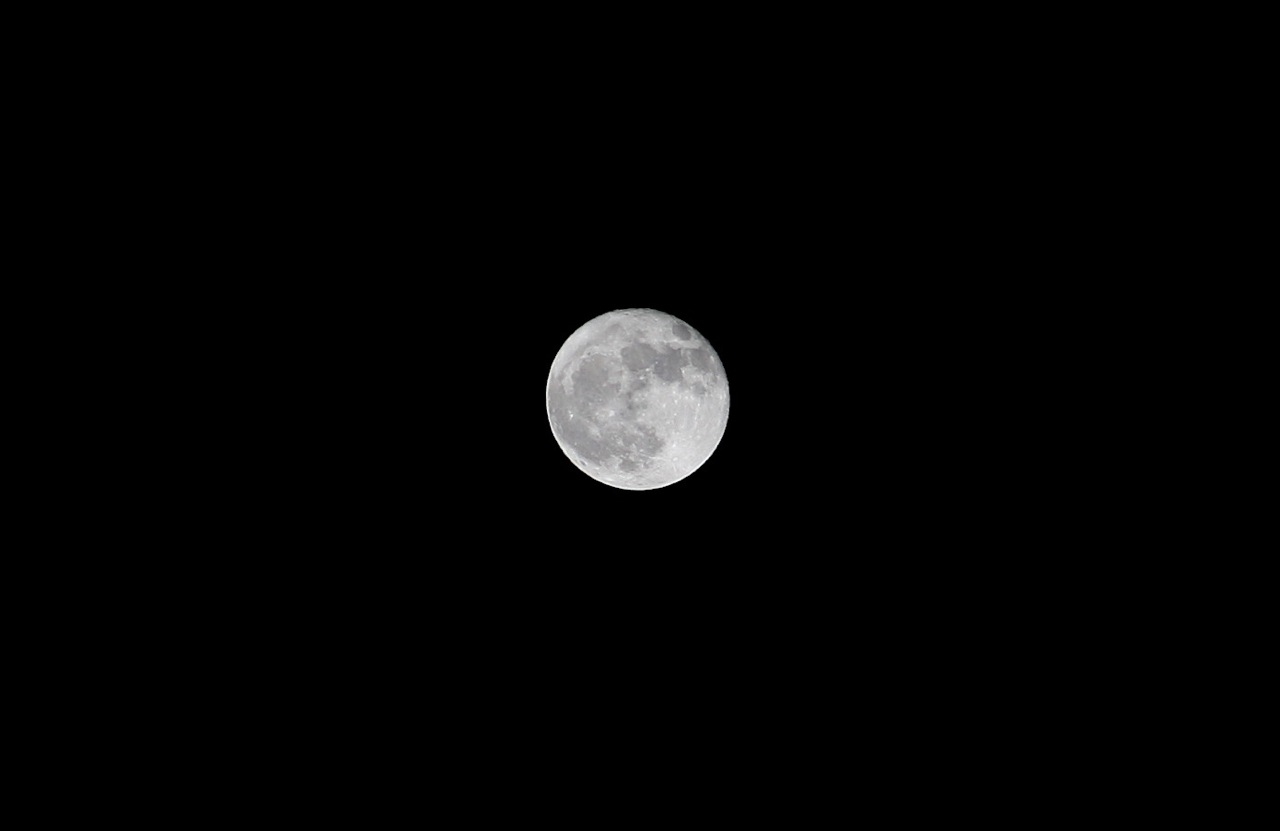 moon-canon-28-135