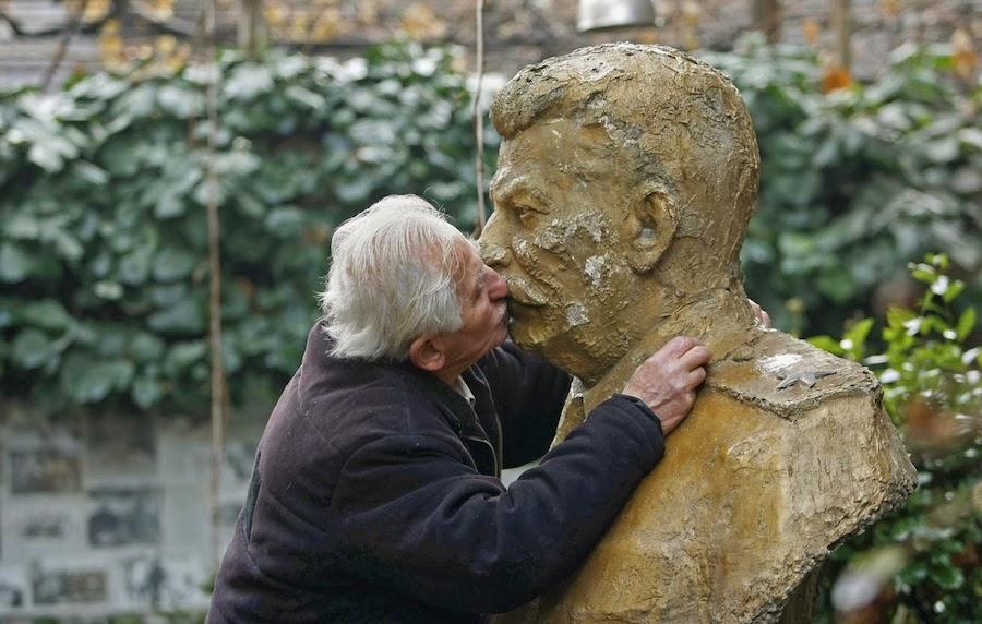 Stalin-kiss-12-12.jpg
