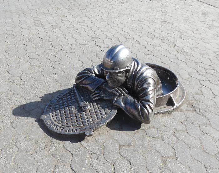 Волгоград памятник сантехнику фото