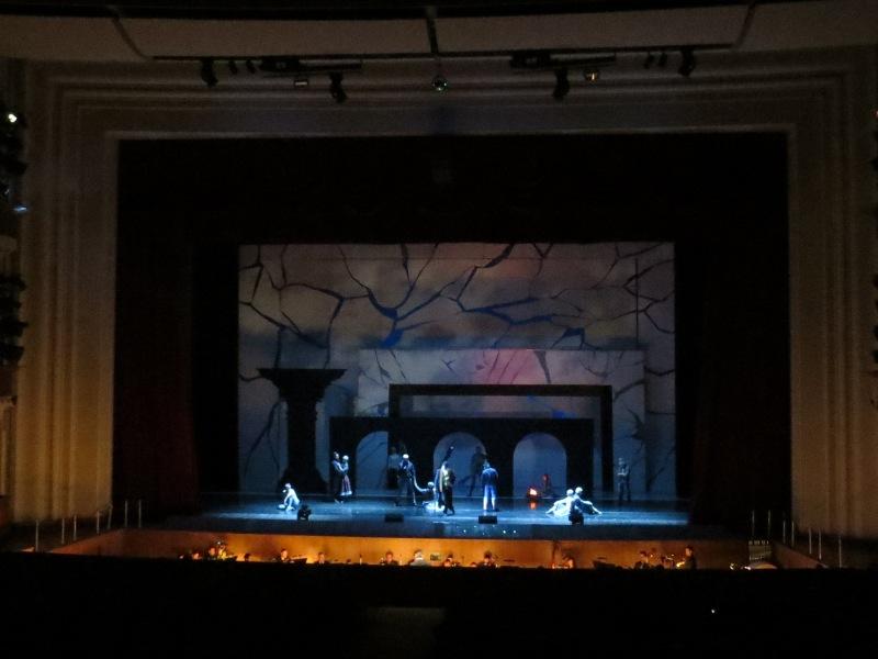 Оперный 2