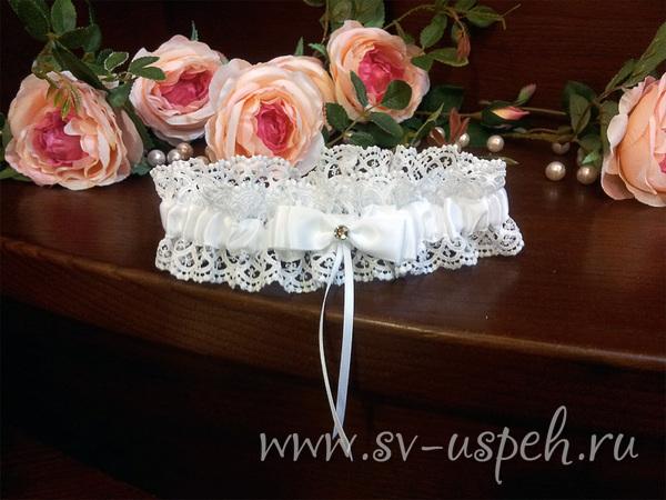 на свадьбе ловят букет и подвязку