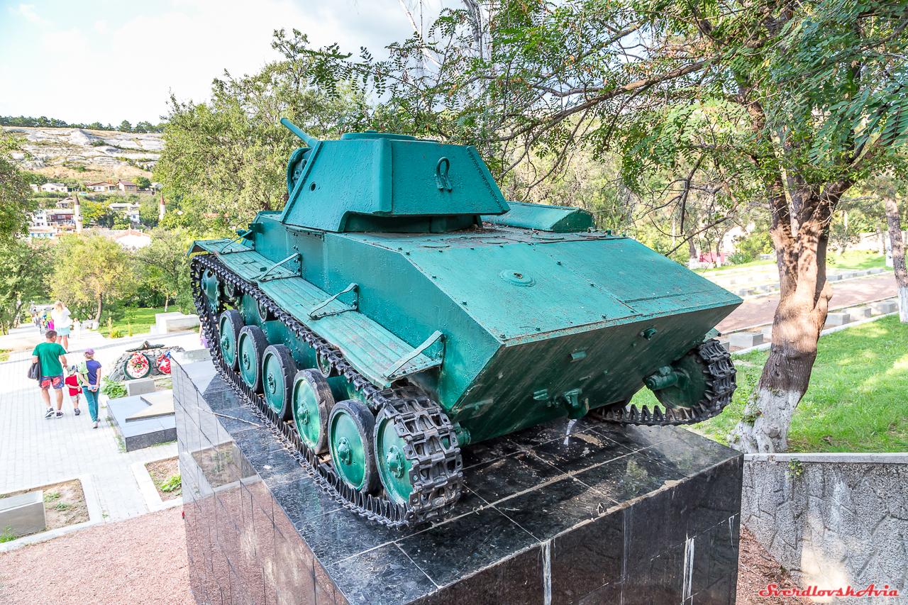 Т-70. Бахчисарай. танковой, танка, Бахчисарая, установлен, апреля, освобождении, бригады, ГАЗ202, этого, двигателя, воинов, кладбище, корпус, расположение, Броневой, катаных, броневых, толщиной, Несимметричное, сваривался