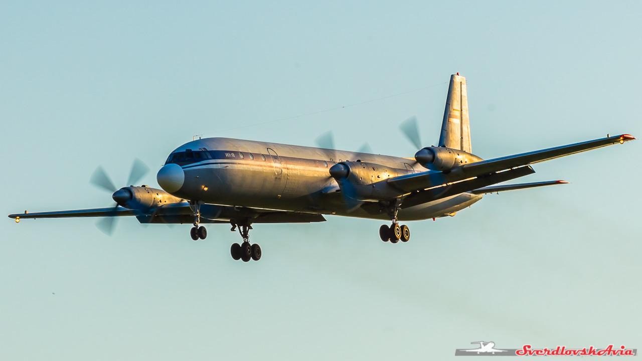 Вечерний споттинг. Ту-134. Ил-18. Радости, Гражданская, силуэт, уверенно, бодро, выглядит, несмотря, всего, превыше, безопасность, заход, стабилизированный, скучной, стерильной, стала, авиация, полета, вечер, начал, предела