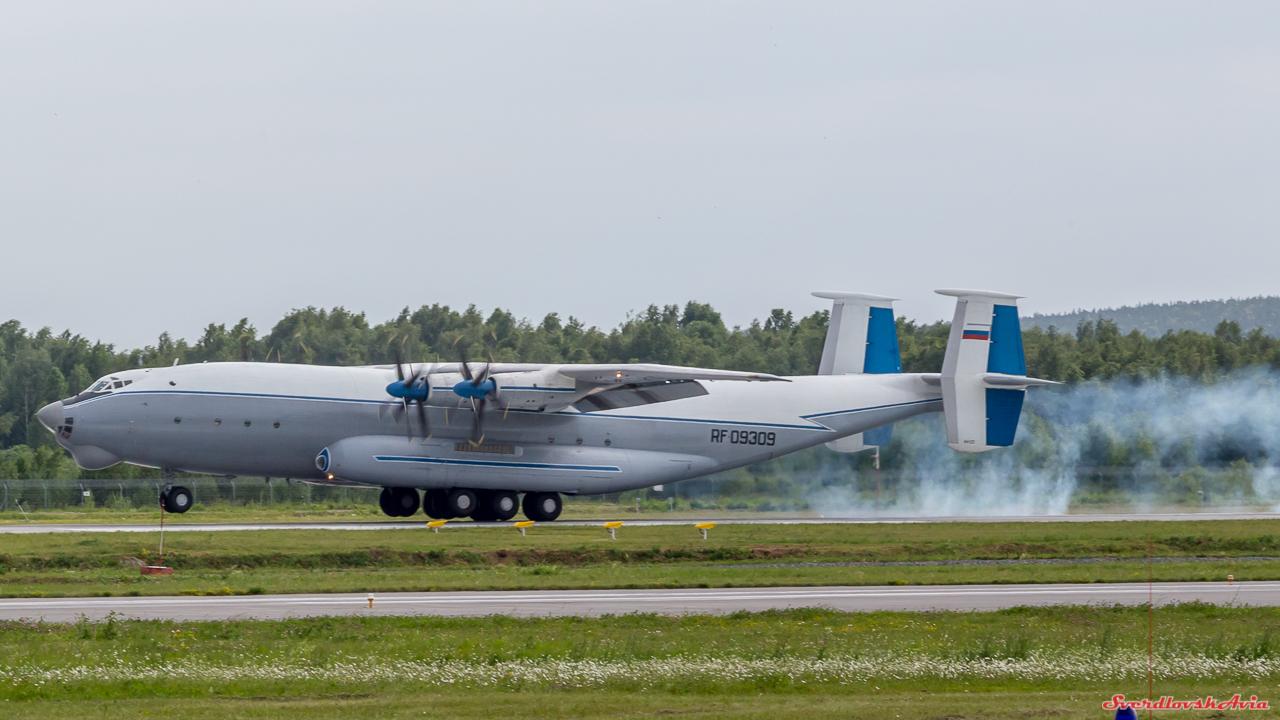 Мифический великан в Кольцово. Ан-22 Антей.