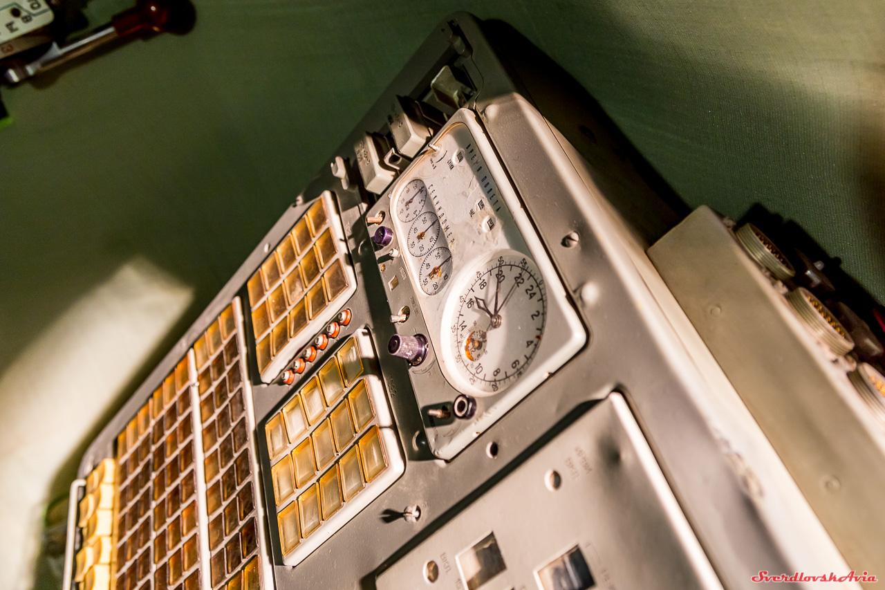 Космические бортовые часы. станции, Подобные, панели, часов, орбитальной, борту, бортовые, космических, установлены, корабля, Салют, здесь, Отличаются, оформлением, советском, лицевой, Аксенов, Малышев, космонавты, приборов