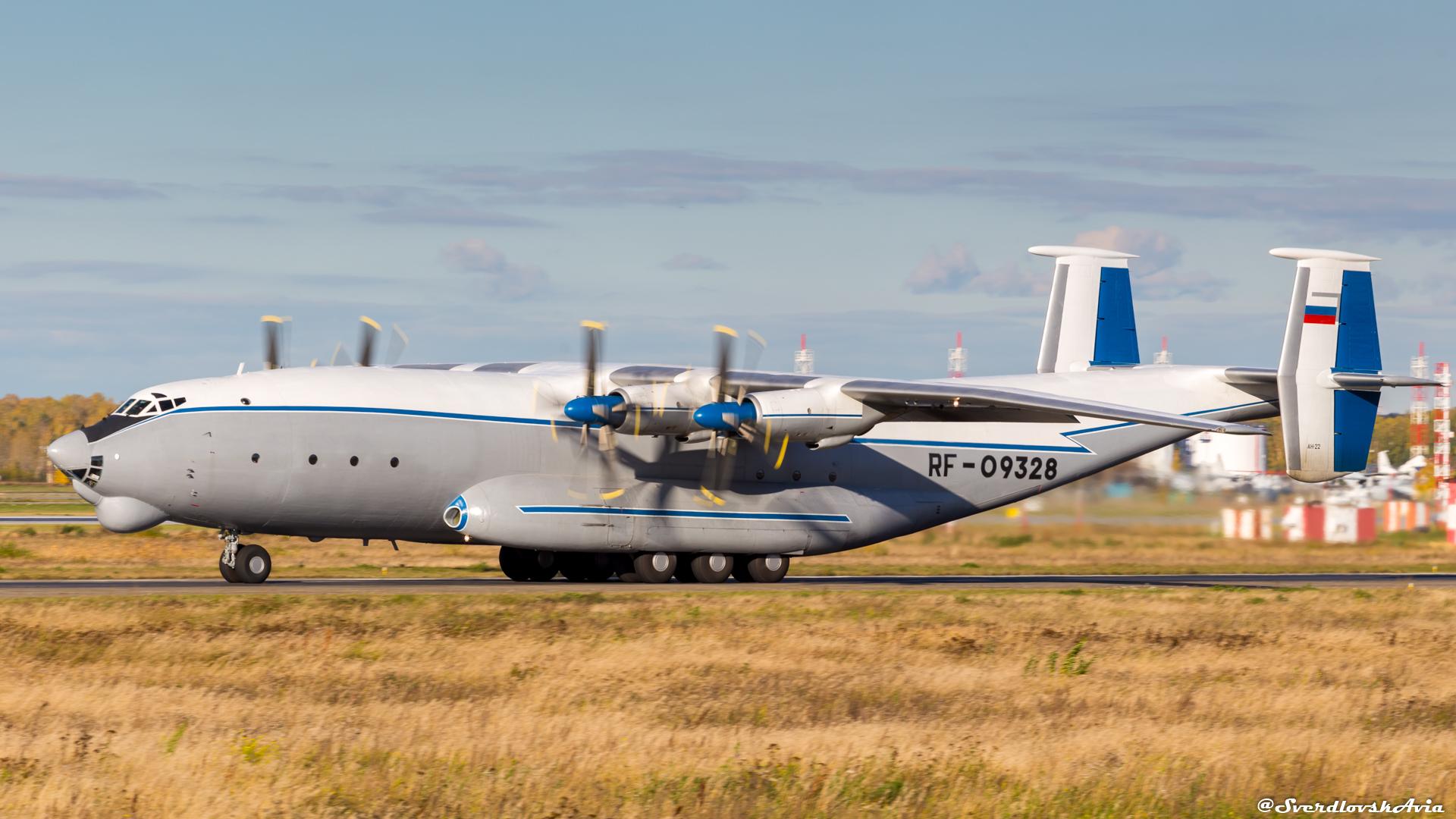 Самый большой в мире транспортный турбовинтовой самолет.
