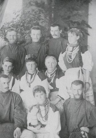 Великий князь Сергей_с супругой_сестройМарией_свитой_друзьями_1884