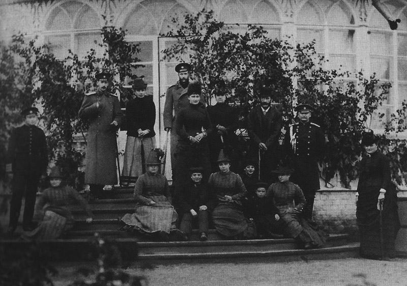 Великий князь Сергей_с супругой_братомПавлом_свитой_Воронцовы-Дашковы_1886