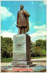Жители Тернополя не дали декоммунизировать памятник Пушкину