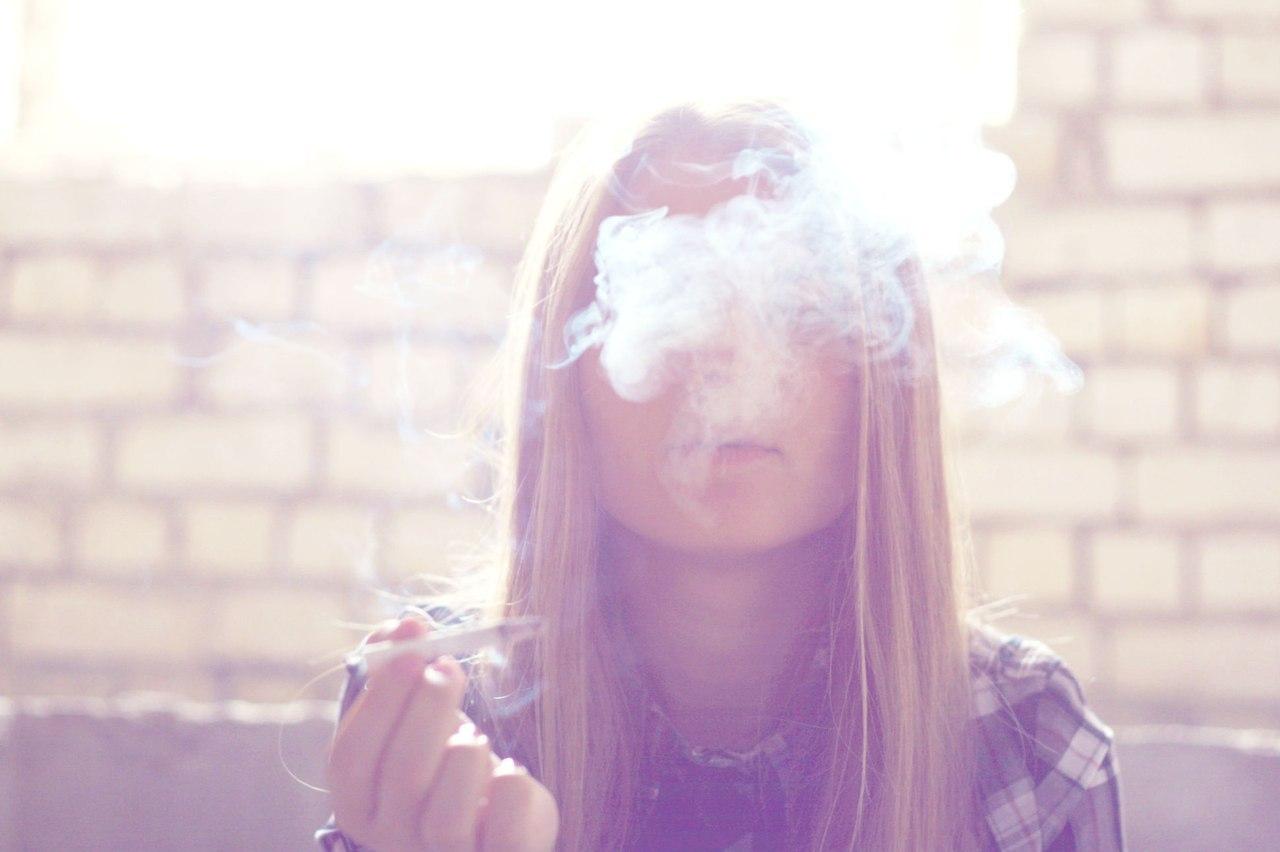 Девушка с сигаретой без лица фото