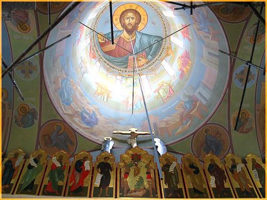 Господь в куполе храма