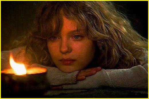 Девушка у свечи