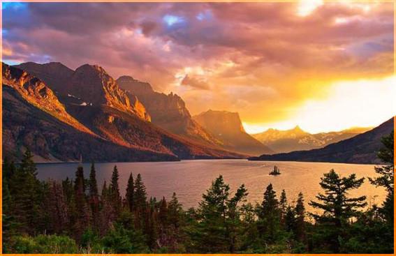 Закат и озеро