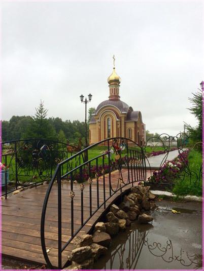 К храму мостик