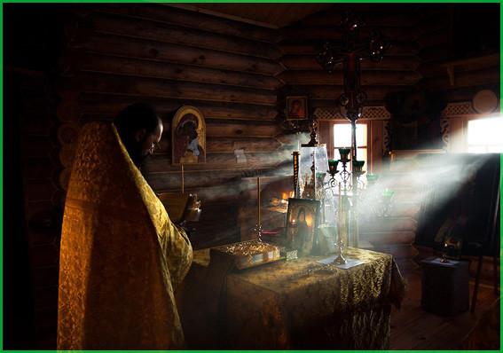 В алтаре Михаил Тимофеев