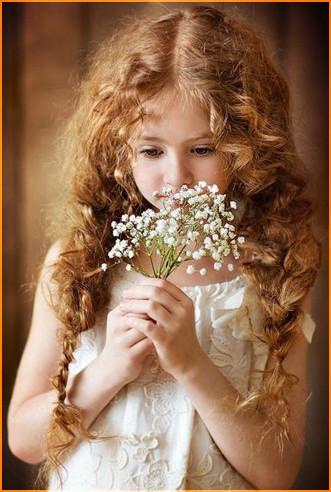 С белыми цветами