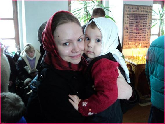 В храме с дочкой