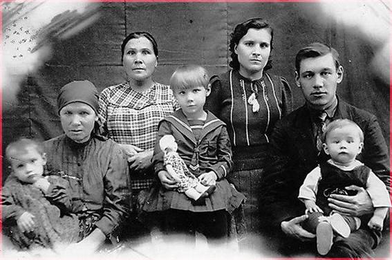 Саша и Христина с детьми