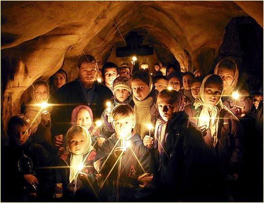 Дети со свечами