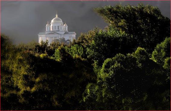 Храм в лучах солнца