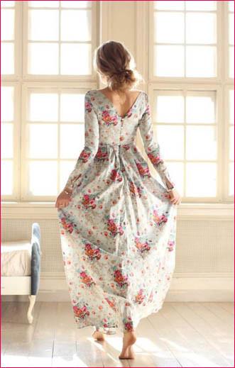 В платье с розами