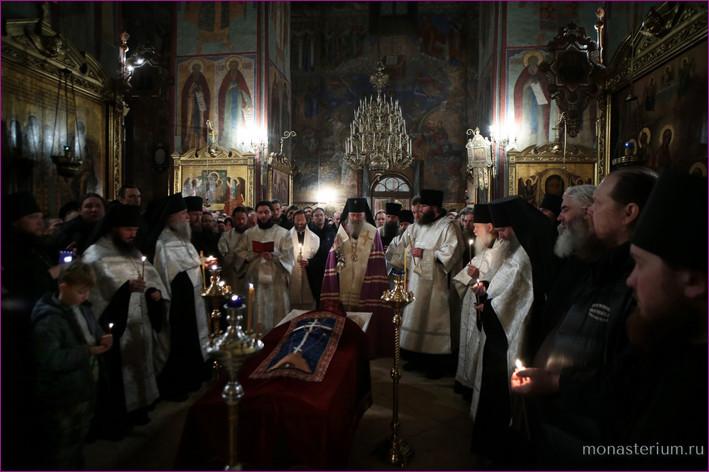 Прощание с архим Кириллом в Успенском храме Лавры