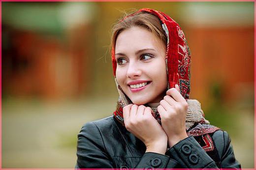 В красном шарфике