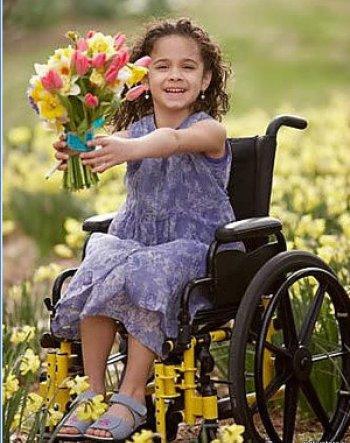 Девочка в коляске