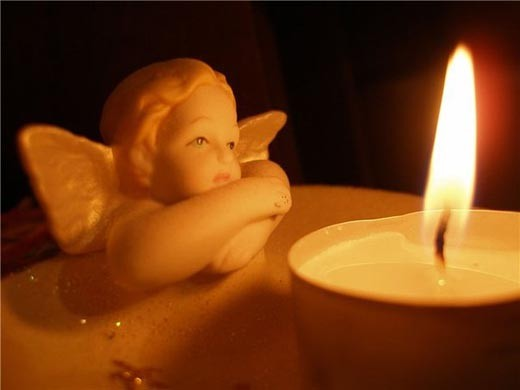 Ангел и свеча