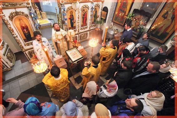 В храме 5