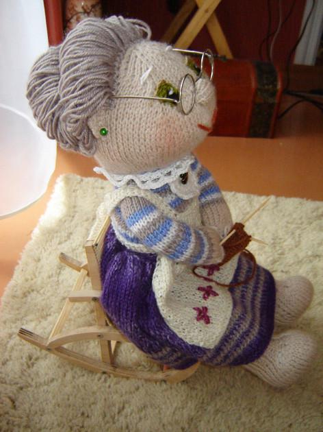 Бабушка-рукодельница