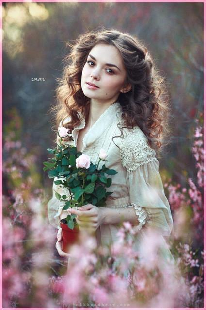 С горшком роз
