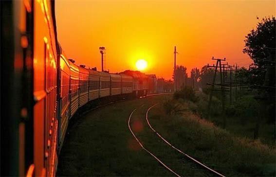 Поезд и закат