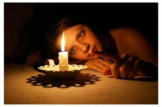 У свечи
