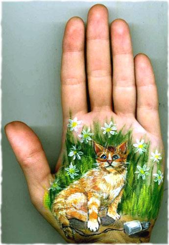 котёнок на ладошке