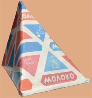 Треугольный пакет молока