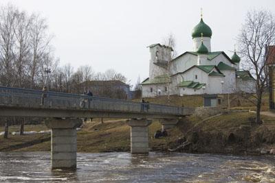 Псков. Пешеходный мост через Пскову.