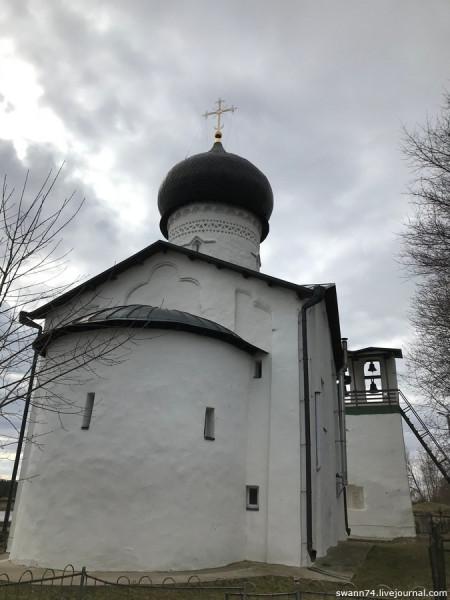 Погост Выбуты, Псков. Апрель 2019 года.