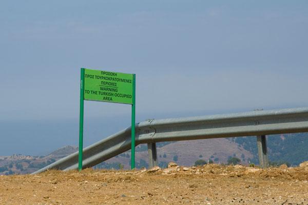 Граница Южного и Северного Кипра.
