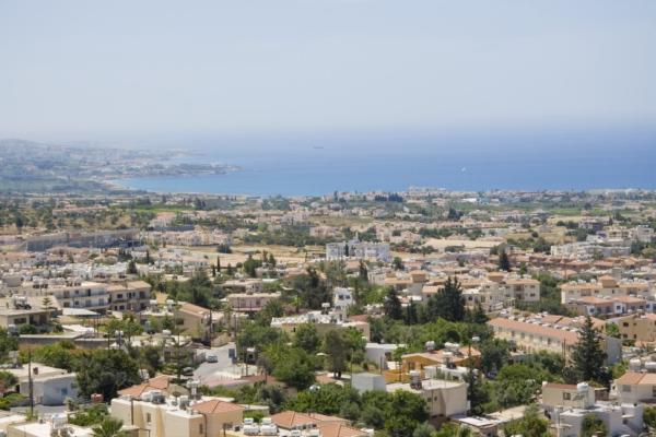 Вид на Coral Bay из Пейи, Кипр.