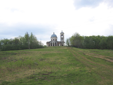 Церковь Введения во храм Пресвятой Богородицы, деревня Бронницы. Май.